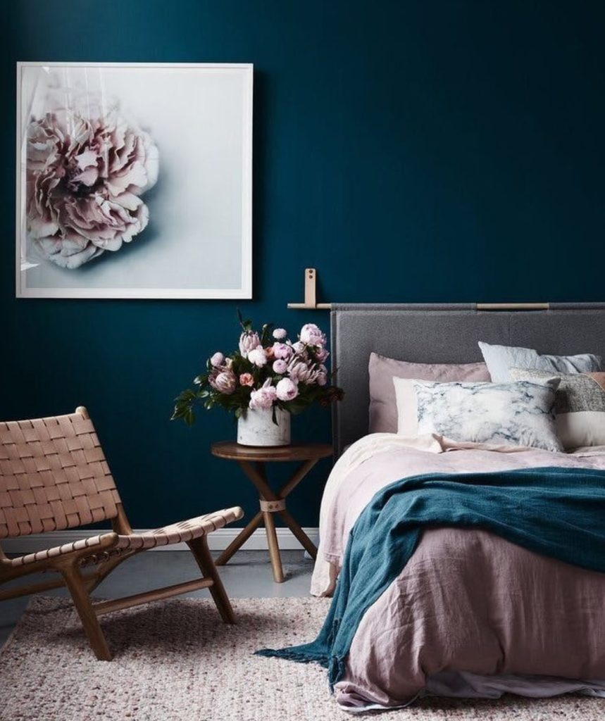 Such a bold and colorful bedroom